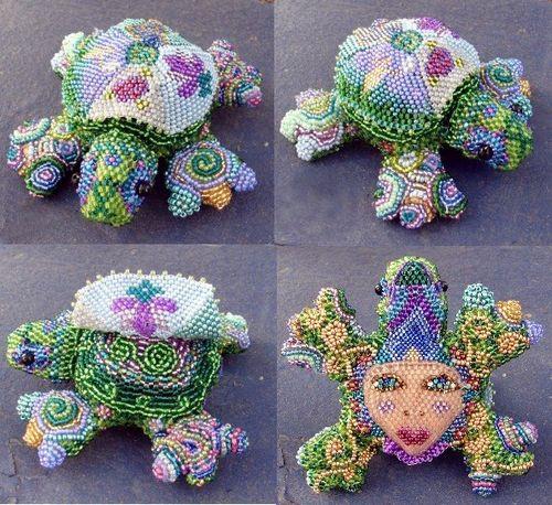 Vo beaded turtle